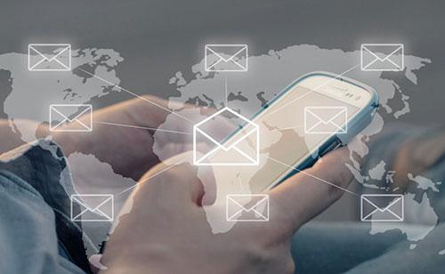 如果是在电脑上发的话建议你下载个飞信。中国移动出的。。。。要是在手机通过GPRS就建议使用XROSE